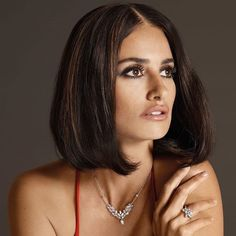 Penelope Cruz showed off her latest short 'do on the latest campaign of Swarovski. The mother of two swapped her long locks for a blunt cut. New Haircuts, Bob Hairstyles, Hair Inspo, Hair Inspiration, Penelope Cruze, Celebrity Bobs, Celebrity Photos, Celebrity Haircuts, Corte Bob