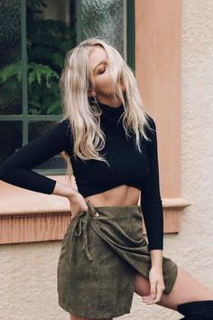 She's All That Crop Top - Women's Clothing & Fashion Online – Style Addict