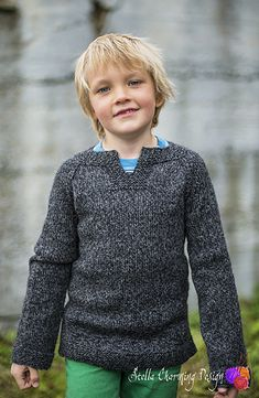 Komet/ Comet: the perfect knitted jumper for active viking boys (and girls). The pattern covers size 2-12, and is now finally available in English as well as Norwegian.