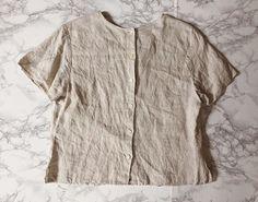 ⍆ SS 2016 linen collection: irish linen neutral color crop top / button back / pleat front detail / s / m / $73 #minminvintageshop #linentop #vintageshop #vintageclothing