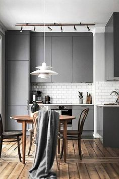 Bottom and tall unit in grey, TOP cabinets in wood