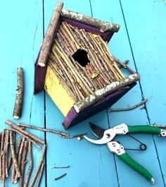 Rustic BirdHouse - Twigs and Moss - My Bright Ideas - Modern Design Twig Crafts, Nature Crafts, Garden Crafts, Bird House Plans, Bird House Kits, Bird Houses Painted, Bird Houses Diy, Homemade Bird Houses, Bird House Feeder