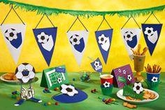 Anpfiff! Hier gibt's viele Tipps und Downloads für einen super Fußball-Kindergeburtstag, angefangen bei der Einladung bis hin zu den Mitgebseln. ⚽ © vision net ag