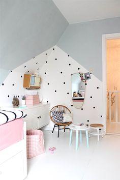 Dormitorio infantil en blanco y gris