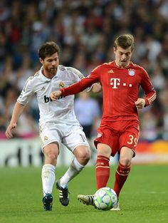 Xabi Alonso (Real Madrid, left) vs Toni Kroos (Bayern Munich), Real Madrid CF vs Bayern Munich, UEFA Champions League semifinal
