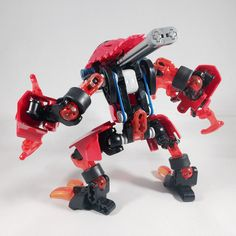 Erupting from the boiling soils of Okoto's fire region, hoardes of fanged creatures known as Tahnok terrorise with their scorching hot claws and powerful jackhammer necks. Bionicle Heroes, Lego Bionicle, Lego Bots, Lego Fire, Lego Sculptures, Micro Lego, Lego Mechs, Hero Factory, Cool Lego Creations