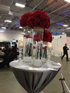 Red rose and wedding centerpieces Bling Wedding, Red Wedding, Wedding Bouquets, Wedding 2017, Quinceanera Decorations, Wedding Reception Decorations, Red Centerpieces, Red And White Weddings, Deco Floral