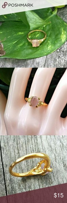 Light Peach Cat Eye Ring This Delightful Ring is features a manufactured Cat Eye Stone in an Ornate Gold plated setting. The Vibrant Color & Sparkle really Come Thru when the Light Hits it! #'s 0600-1 Jewelry Rings