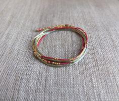 Bracelet trois tours fushia et doré : Bracelet par charlotteguillard