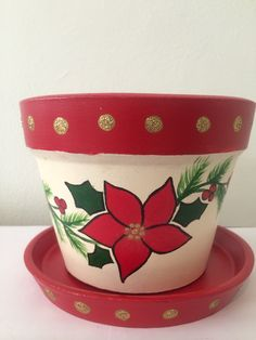 Maceta nochebuena Painted Plant Pots, Painted Flower Pots, Clay Pot Projects, Clay Pot Crafts, Christmas Clay, Christmas Time, Christmas Ornaments, Christmas Pumpkins, Flower Pot People