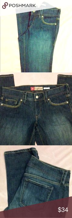 NWOT • Old Navy Stretchy Low Waist Skinny Jean 🆕NWOT • Old Navy Stretchy Low Waist Skinny Jeans👖98% Cotton • 2% Spandex • Gorgeous jeans, feel super soft, perfect condition. • BRAND NEW WITHOUT TAGS • Old Navy Jeans Skinny