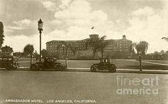 A vintage view of the Los Angeles Ambassador Hotel in all her beauty from Wilshire Boulevard. (Bizarre Los Angeles / Sad Hill )