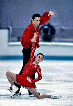 Katia Gordeeva & Sergei Grinkov, Figure Skating, there was magic in it. Description from pinterest.com. I searched for this on bing.com/images