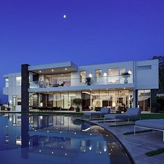 Infinityy pool and modern house at 1740 Bel Air Rd