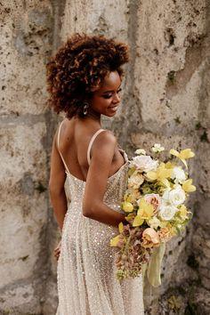 Un mariage en jaune à l'Abbaye d'Aulps en Haute-Savoie - la mariee aux pieds nus Marie, Backless, Bridal, Dresses, Fashion, Perfect Bride, Barefoot, Vestidos, Moda