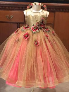 Abdullha Baby Birthday Dress, Baby Girl Party Dresses, Dresses Kids Girl, Birthday Dresses, Flower Girl Dresses, Little Girl Gowns, Gowns For Girls, Frocks For Girls, Girls Frock Design