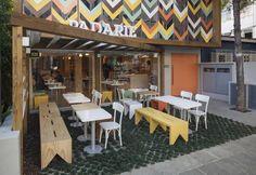 Padarie Cafe in Porto Alegre, Brasilien von CRIO Arquiteturas - Haus Deko Café Exterior, Exterior Design, Design Shop, Coffee Shop Design, Design Design, Design Commercial, Commercial Interiors, Café Restaurant, Restaurant Design