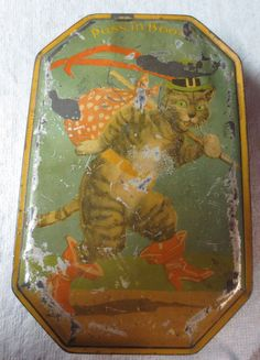 VINTAGE BLUE BIRD TOFFEE TIN PUSS IN BOOTS FOR HARRY VINCENT ENGLAND 40'S