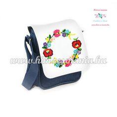 ce0ad7efa6 Kézzel hímzett kalocsai mintás farmer táska - 19 x 17 x 6 cm - Hímzésmánia  | Divat Webáruház