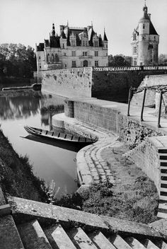 Henri Cartier-Bresson, Indre-et-Loire. The Château de Chenonceau, France, 1953 Candid Photography, Vintage Photography, Street Photography, Magnum Photos, Henri Cartier Bresson Photos, View Photos, Cool Photos, Dream Pictures, French Photographers