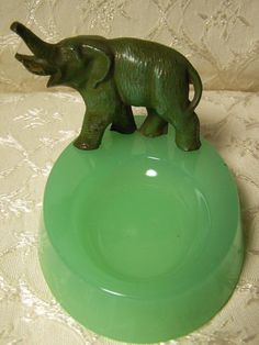 Vintage Jadeite Pin Dish W/Lead Alloy Elephant Attached. Nice Unusual Piece XC