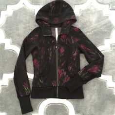 Lululemon Scuba floral jacket Like new, only worn once. Perfect condition. Size 2. lululemon athletica Jackets & Coats