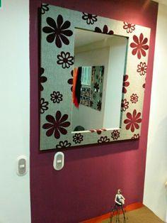 Espejo fabricado con tela de tapicería