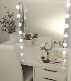 Makeup nook / desk