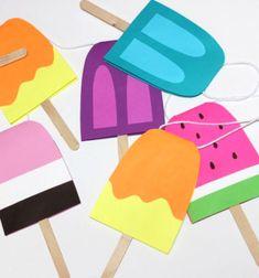Ez az vidám,színes papírból készült jégkrém füzér egy kevésmaradékszínes papírból és jégkrém pálcikákból (spatulákból)pillanatok alatt elkészíthető, köszönhetően a külső honlapon megtalálhatóingyenesen letölthető és nyomtatható mintaívnek. Ezt a vidám papír ...