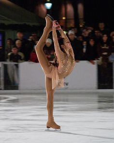 Sasha Cohen ice skating panties are so cute and sexy! Figure Ice Skates, Ice Girls, Beautiful Athletes, Ice Skaters, Ice Dance, Sports Models, Figure Skating Dresses, Ice Princess, Winter Olympics