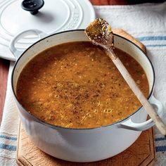 Na my mening is die geheim van 'n goeie groentesop, goeie, tuisgemaakte aftreksel. South African Dishes, South African Recipes, Ethnic Recipes, Easy Dinner Recipes, Soup Recipes, Cooking Recipes, Savoury Recipes, Easy Dinners, Winter Soups
