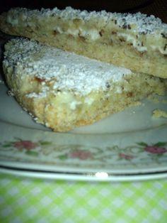 Deliziosa questa torta sbriciolata con ricotta, è una ricetta leggera e salutare per l'assenza delle uova e del burro che come noi tutti sappiamo è bene te