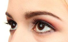 Tratament contra cearcanelor si ridurilor fine din zona sensibila a ochilor. Dupa perioada friguroasa, pielea din jurul ochilor este foarte deshidratata si necesita o ingrijire speciala. Mai mult decat atat, in cazul in care petreceti foarte mult timp in fata calculatorului sau aveti un job care va solicita ochii foarte tare, tratamentul cosmetic pentru ochi este absolut necesar.
