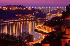 Gostaria de visitar o Porto com menos de 150 euros? Neste artigo vai encontrar itinerários detalhados, onde comer, onde dormir, onde sair.
