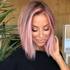 Whether you have thin hair that often lacks volume or you have trouble taming your coarse locks, The shoulder-length short hair below is always suitable for you. Do you love this straight short hair? Pink Blonde Hair, Pastel Pink Hair, Platinum Blonde Hair, Best Pink Hair Dye, Blonde Hair With Pink Highlights, Pink Hair Streaks, Rose Gold Blonde, Light Pink Hair, Ombre Hair