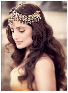 Obssessed with that headpiece, I am definitely wearing one with my white dress on my wedding day