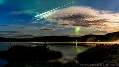 Revontulivideota kuvaamassa ollut Markus Kiili tallensi puolivahingossa kameralleen taivaalla välähtäneen tulipallon. Tallit, Before I Die, Finland, Places To See, Clouds, Celestial, Sunset, Outdoor, Art