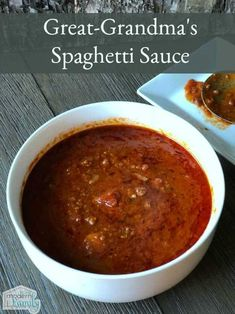 Great-Grandma's Home-Made Spaghetti Sauce This is the best recipe, passed down to me. It is so good and so easy. The house smells fantastic, too, when it's simmering on the stove. Italian Spaghetti Sauce, Spagetti Sauce, Spaghetti Recipes, Pasta Recipes, Dinner Recipes, Cooking Recipes, Best Spaghetti Recipe, Spaghetti Sauce Easy, Best Homemade Spaghetti Sauce