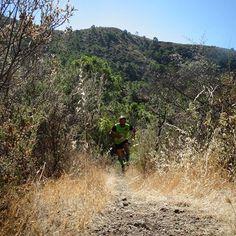 """""""Disciplina, dedicación y trabajo es lo que te acerca a tús objetivos"""" #espirituchakal #chakalesatope #aputotope #ultramarathon #chakal #enhorabuena #campeones #pareja #bandera #trail #sumaysigue"""