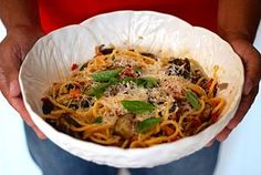 Esparguete com Legumes de Verão, Molho de Tomate e Manjericão