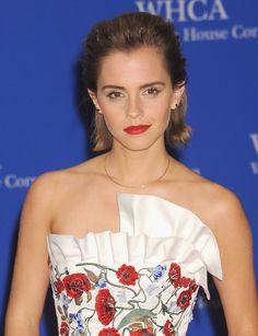 Emma Watson avec un look effet wet