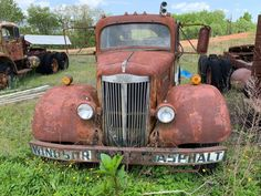 Abandoned Cars, Abandoned Buildings, Rust Never Sleeps, Rusty Cars, Frozen In Time, Cowboy Art, Old Trucks, Car Stuff, Antique Cars