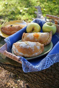 Panadons:  típiques elaboracions de pasta de pa farcida, de les terres de Ponent, que es mengen durant la quaresma i setmana santa. Aqu...