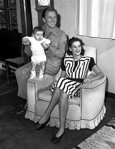Diana Douglas, first wife of Kirk Douglas and mother of Michael, dies at 92 -- PCH Frontpage