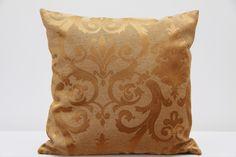 Poszewka na poduszkę w kolorze złotym