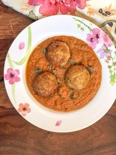 The Malai Kofta recipe is a delicious preparation paneer and potato balls simmered in a spiced tomato gravy. This recipe of kofta is a healthy twist to the traditionally deep fried kofta recipes. Serve this for dinner along with Naan and Raita. Paneer Recipes, Indian Food Recipes, Vegetarian Recipes, Healthy Recipes, Ethnic Recipes, Malai Kofta Curry, Kofta Curry Recipe, Tomato Gravy