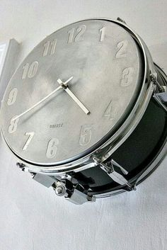 how about a snare drum music clock to keep time in your home music room or studio? Source by The post how about a snare drum music clock to keep time in your home music room or studi& appeared first on Sadiyah DIY Decorating. Music Clock, Drum Music, Home Music Rooms, Music Themed Rooms, Music Bedroom, Music Inspired Bedroom, Men Bedroom, Band Rooms, Drum Room