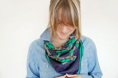 how to wear a small square scarf