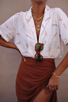 Simple Everyday Spring Shirts – Street Style Rocks Simple Everyday Spring Shirts Short sleeve shirt for spring Mode Outfits, Trendy Outfits, Fashion Outfits, Womens Fashion, Fashion Clothes, Elegant Summer Outfits, Fashion Shirts, Fashion 2018, Looks Street Style