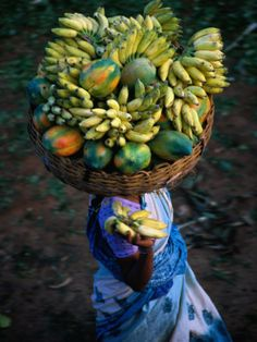 Balancing Paw Paws and Bananas on Head at Market, Bangalore, Karnataka, India. Photo: Greg Elms